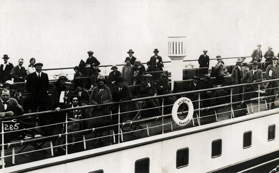 Passengers on the Devonia, 1925