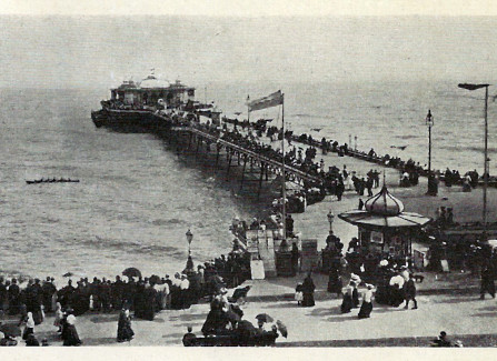Watching a boat race from the Victorian Pier