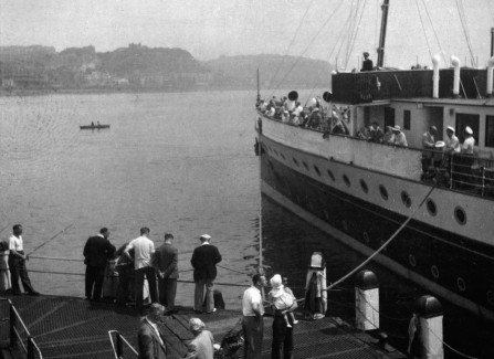 Paddlesteamer docking at the end of the Pier, 1950