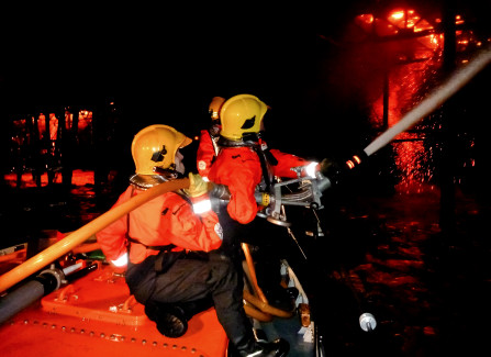 Fighting the 2010 Hastings Pier fire