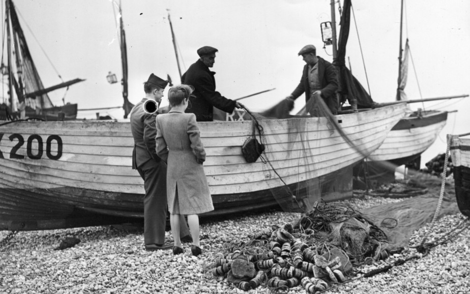 A publicity shot of a WWII soldier and girlfriend visiting the fishing boats in Hastings | Image reproduced with permission of Hastings Museum and Art Gallery