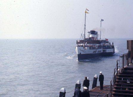 The Waverley Arriving at Hastings Pier